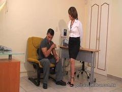 a secretaria caliente no trabalho