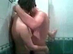 Fazendo filme porno caseiro dando no banheiro