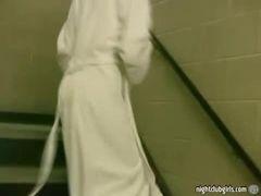 Safada tira a toalhinha