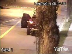 Câmeras de segurança flagra casal fudendo fora do carro no meio da avenida