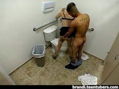 Casal no banheira das lojas pernabucanas
