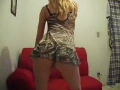 Rabuda dançando completamente sexy