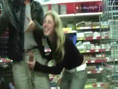Sexo oral no meio das compras