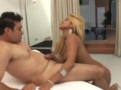 Video porno brasileiro com loira gostosa dando o cu