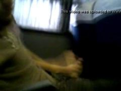 Ninfeta batendo punheta dentro do onibus