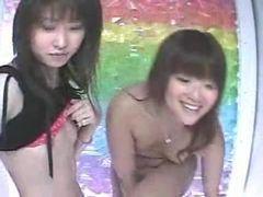 Japonesas amadoras na cabine de fotos