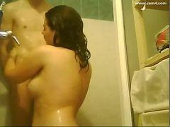 Casal da uma boa trepada antes do banho