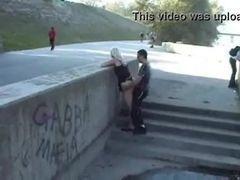 Vídeo do cara fudendo uma loira gostosa em publico