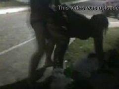 Flagra de sexo na rua do cara fudendo uma cracuda