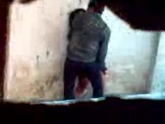 Flagra   do moleque comendo a aluna novinha atrás da escola