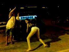 Flagra das novinhas bêbadas dançando funk na rua