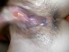 Novinha tesuda masturba bem gostoso com os dedos