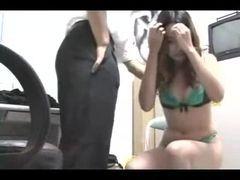 Safado abusando da novinha na entrevista de emprego